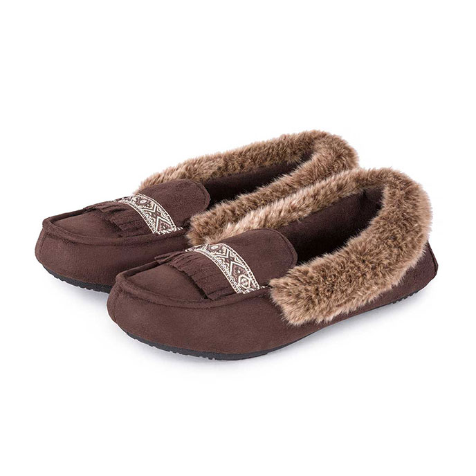 Isotoner Ladies Pillowstep Moccasin Slippers with Fur Cuff Chocolate