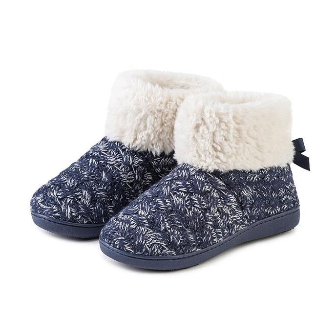 Isotoner Ladies Cable Knit Sparkle Bootie With Bow Navy & Cream