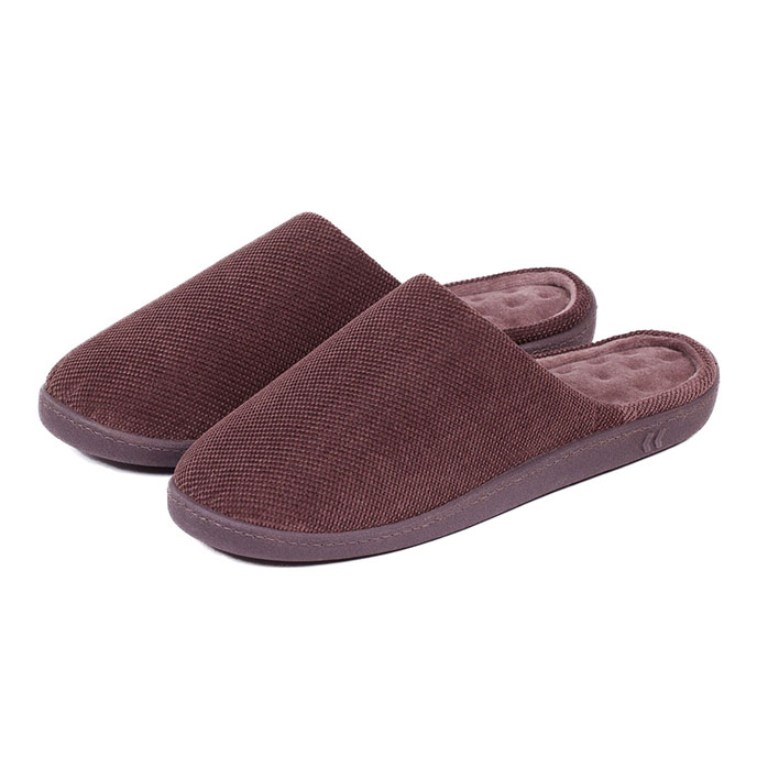 Isotoner Mens Textured Pillowstep Mule Slippers Brown