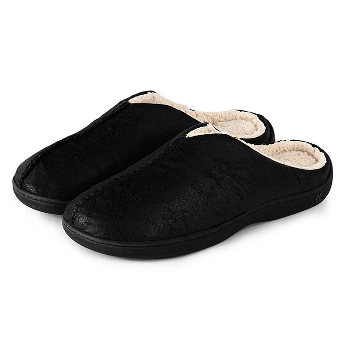 Isotoner Mens Pebble Mule Slippers with Sherpa Black