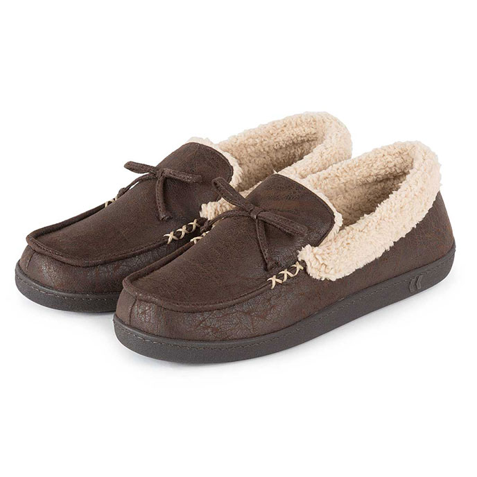 Isotoner Mens Pebble Moccasin Slippers with Sherpa Brown