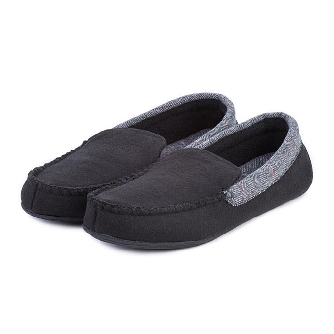 Isotoner Mens Herringbone Felt Moccasin Slippers  Black